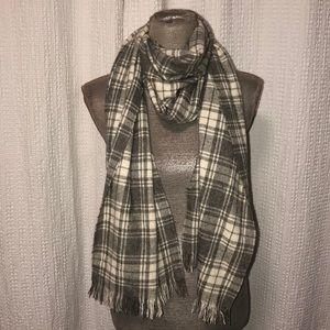 Colombo Barney's cashmere scarve